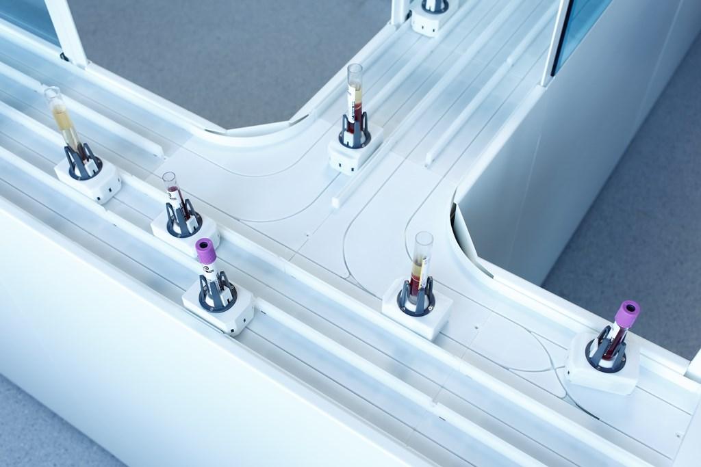 Carrera-Rennbahn fürs Labor